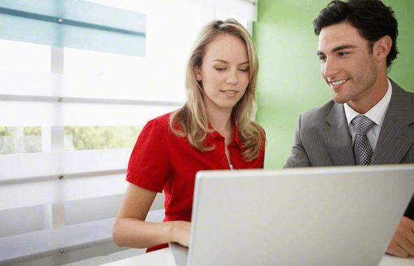 仕事と恋愛の両立をする女性