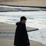 彼女を放置して浜辺にいる彼氏